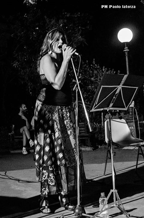 Valeria Nicoletta performing at Villa Vale (photo by Paolo Laterza)