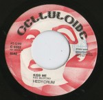 hedycrum-kiss-me-walking-1975-celluloide-label-a
